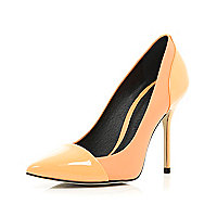 Light orange toe cap pointed court shoes