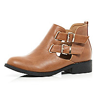 Tan cut out buckle side Chelsea boots