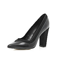 Black V front pointed court shoes