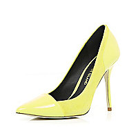 Yellow toe cap pointed court shoes