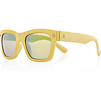 Yellow chunky retro sunglasses
