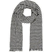 Black and white dogtooth scarf