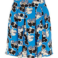 Blue graphic daisy print mini skirt