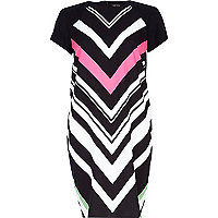 Black chevron print t-shirt dress