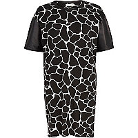 Black and white giraffe oversized t-shirt