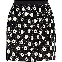 Black and white daisy print full skirt