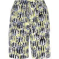 Green abstract print basketball shorts