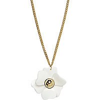 White long flower necklace