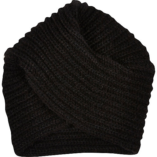 Black chunky knitted hat