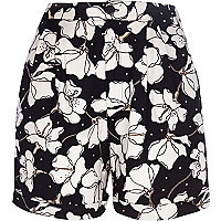 Black and white floral print casual shorts