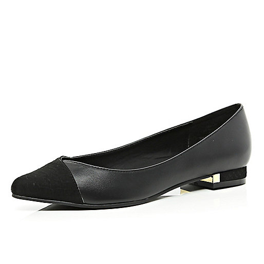 Black pointed ballet pumps