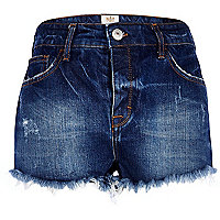 Dark wash frayed denim hotpants