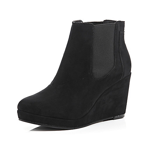 Black wedge Chelsea boots