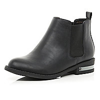 Black metal trim Chelsea boots