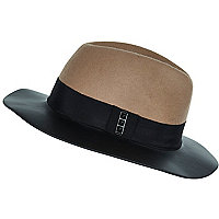 Black leather-look brim fedora hat