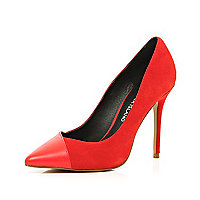 Red contrast toe cap point court shoes