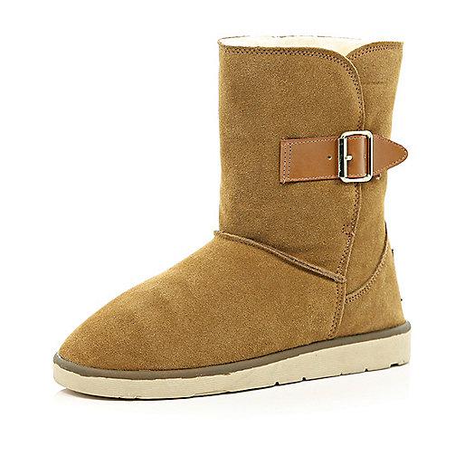 Light brown faux fur lined buckle trim boots