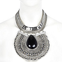 Silver tone gem stone plate necklace