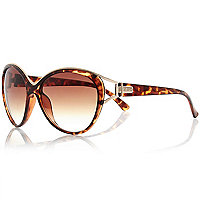 Brown tortoise shell sunglasses