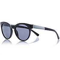 Black metal arm round sunglasses