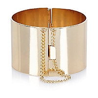 Gold tone chain detail bangle