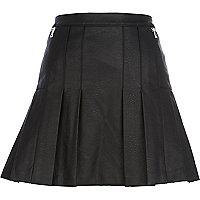 Black leather-look pleated skirt