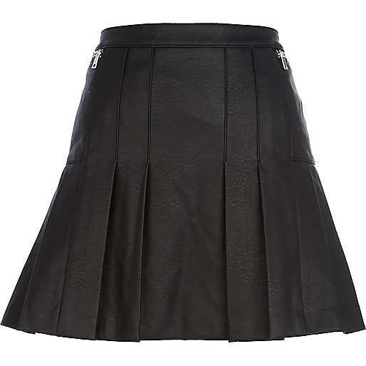 Black leather-look pleated skirt
