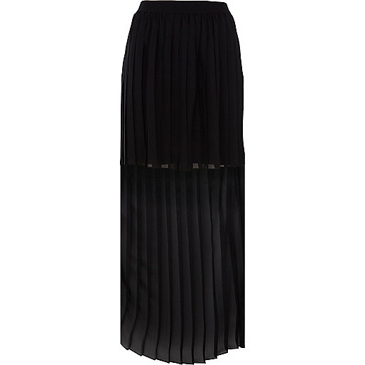 Black dip hem pleated maxi skirt