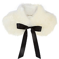 Cream faux fur collar