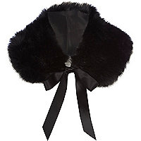 Black faux fur collar