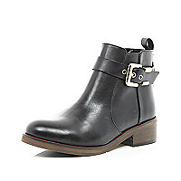 Black buckle trim ankle boots