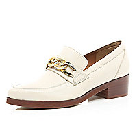 Light pink chain trim point loafers