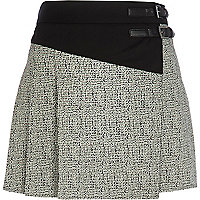 Black monochrome print buckle trim skort