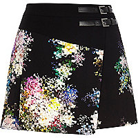 Black abstract floral print skort