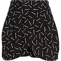 Black match stick print skort