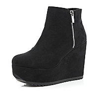 Black flatform wedge boots