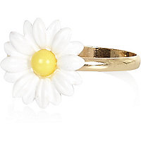 Gold tone daisy ring