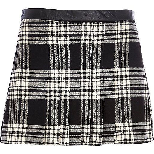 Black Chelsea Girl pleated tartan skirt