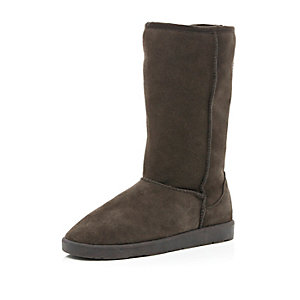 Dark brown faux fur lined suede boots