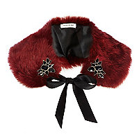 Red faux fur embellished collar