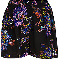 Black floral print pull-on shorts