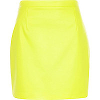 Yellow leather-look mini skirt