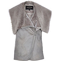 Grey sleeveless leather-look faux fur gilet