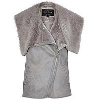Grey sleeveless leather-look faux fur gilet