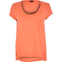 Coral linen low scoop neck t-shirt