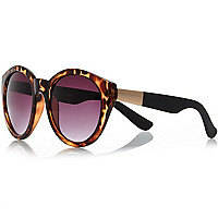 Brown tortoise shell round sunglasses