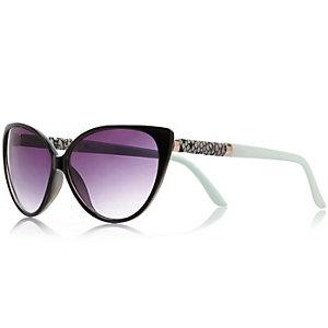 Black classic cat eye sunglasses