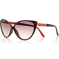 Brown classic cat eye sunglasses