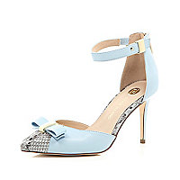 Blue snake print bow court shoes