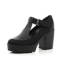 Black chunky sole buckle shoes
